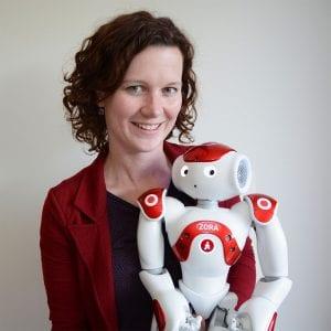 Renée van den Heuvel en robot ZORA